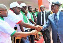 Alassane Ouattara, ce matin avec les travailleurs au palais de la présidence, à l'occasion de la fête du travail