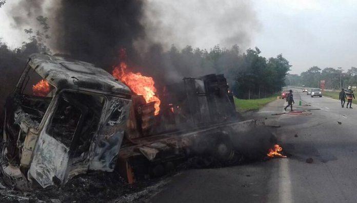 Explosion d'un camion citerne sur l'autoroute