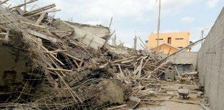 Effondrement d'un immeuble à Yamoussoukro : une vue des gravats montre des fers à béton douteux