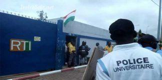 Les agents en grève de la police universitaire ont été gazés à la place de la république du Plateau, le mercredi 3 octobre 2018