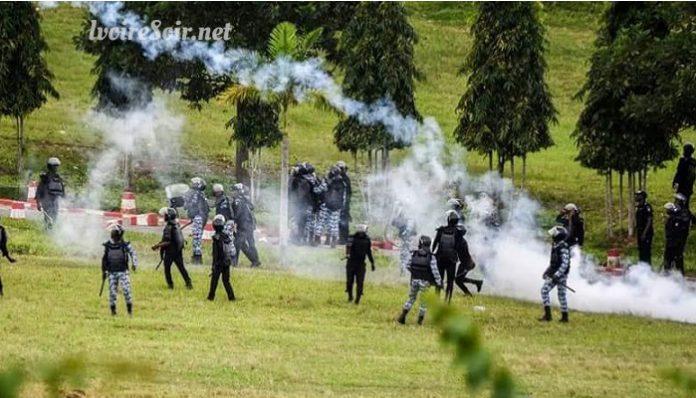 Les policiers ont usé de gaz lacrymogène, pour disperser des militants de la Fesci, dans les jardins de l'université de Cocody