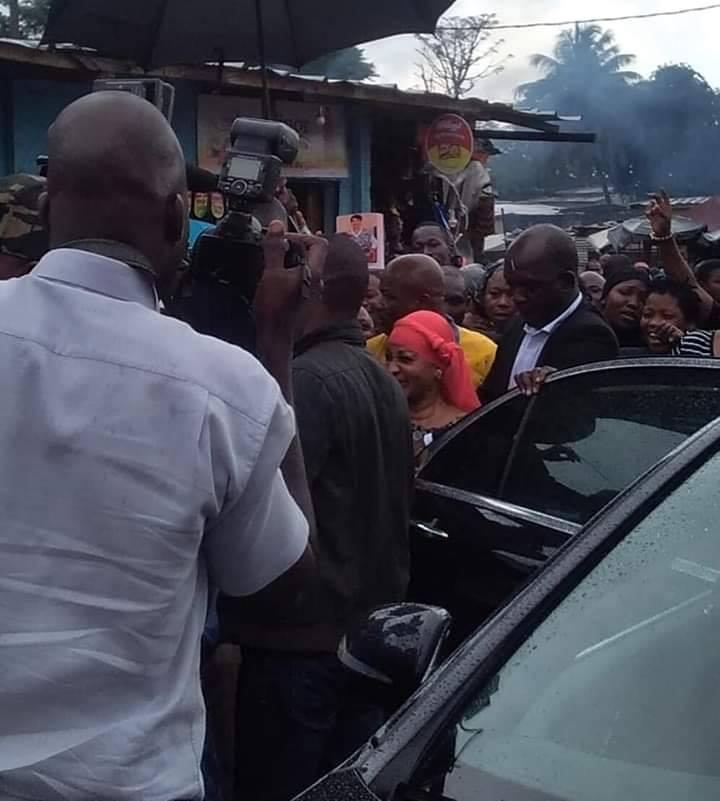 Quand Henriette Bédié fait son marché à Yopougon