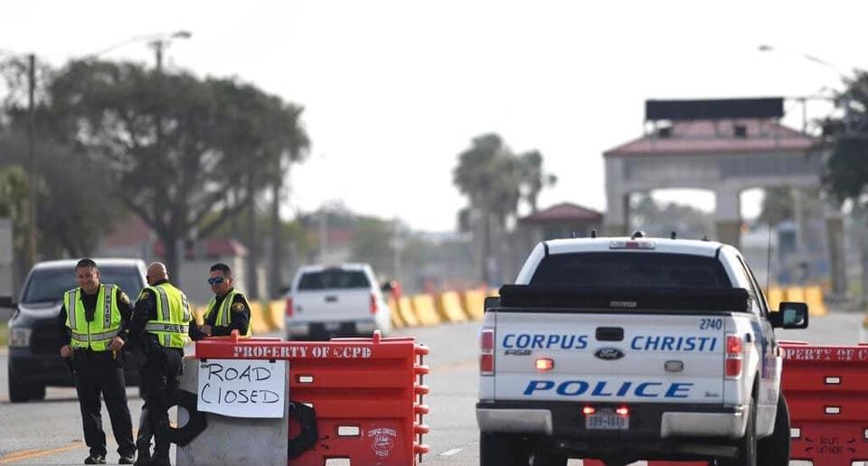 L'auteur de la fusillade dans la base navale du Texas arrêté
